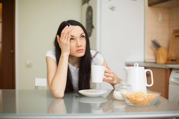 Kopfschmerzen durch Kaffee-Entzug | © panthermedia.net / lisiza
