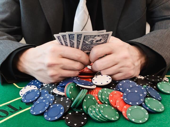 Mann im Casino | © panthermedia.net / S_Razvodovskij