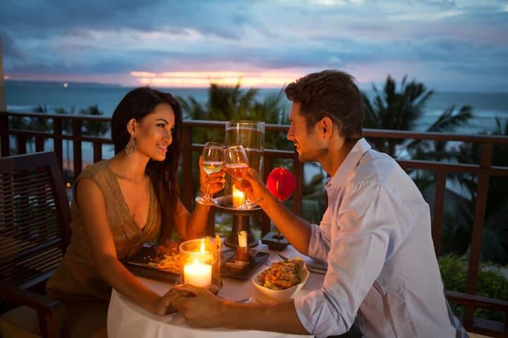 Romantisches Abendessen zu zweit | © panthermedia.net / luckybusiness