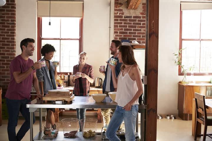 Freunde mit schicker Wohnung beeindrucken | © panthermedia.net / Monkeybusiness Images