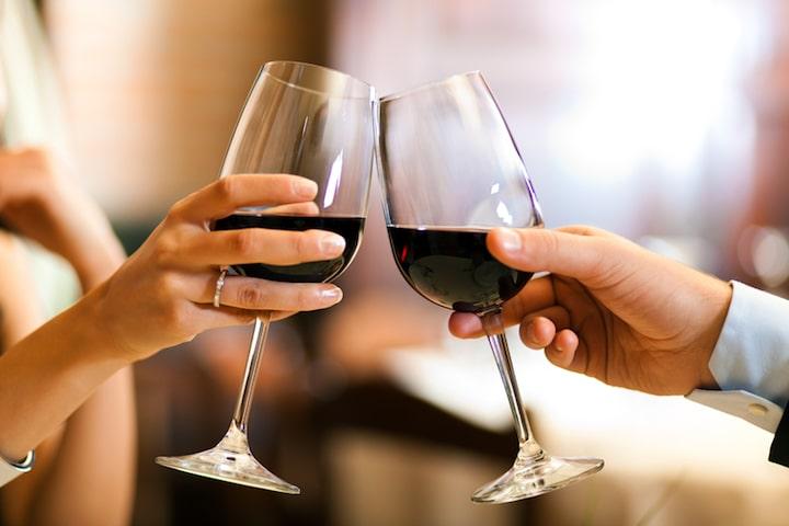 Wein lockert die Stimmung auf |© panthermedia.net / minervastock