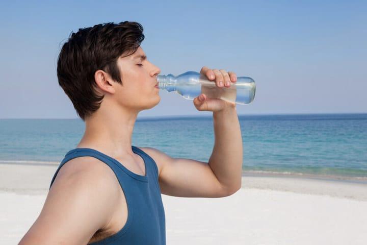 Genug Wasser trinken | © panthermedia.net /Wavebreakmedia ltd