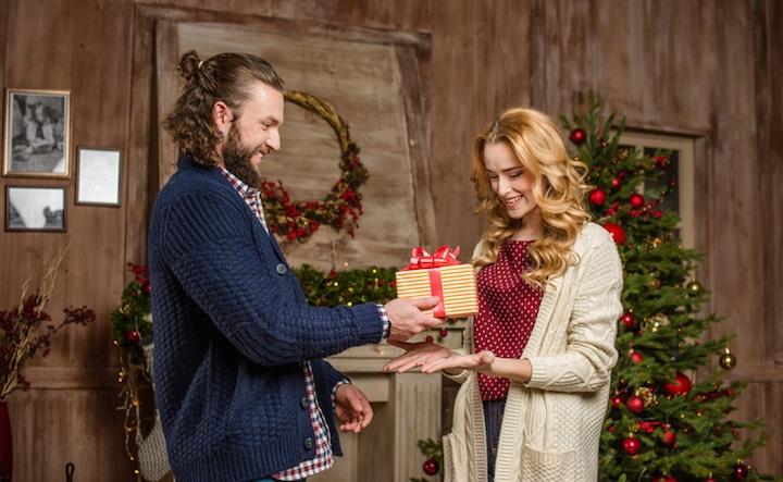 Geschenke zu Weihnachten   © panthermedia.net /LightField Studios
