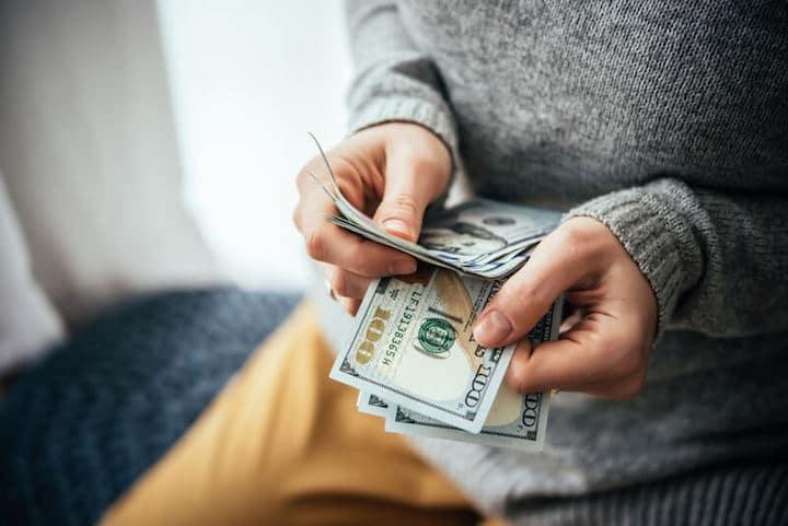 Geld gewinnbringend anlegen | © panthermedia.net /gregorylee